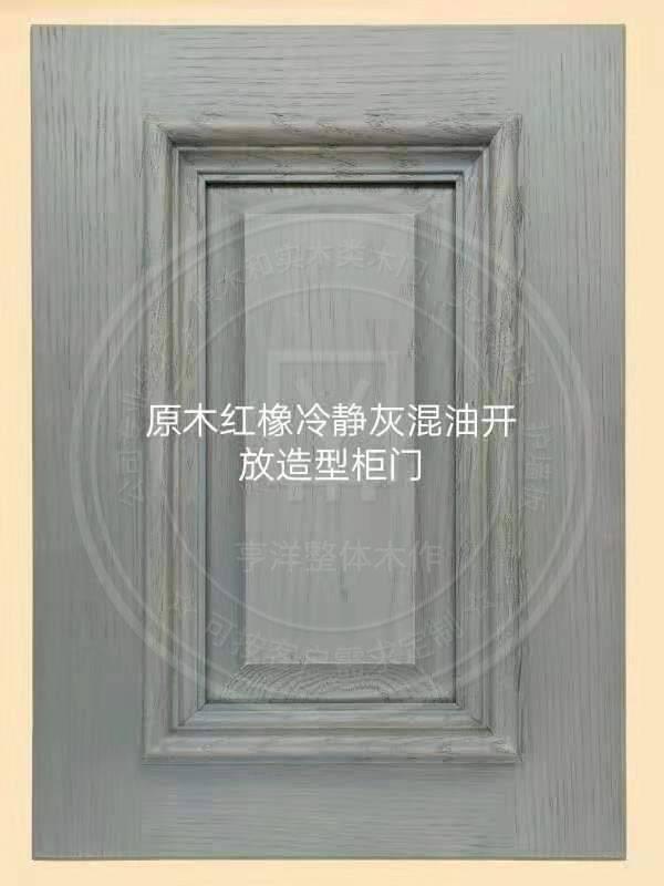 原木紅橡冷靜灰混油開放造型柜門